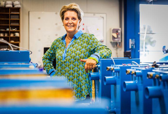 Marianne van Triet, directeur van Holland Warmte uit Numansdorp, wil langdurig werklozen opleiden tot duurzame cv-ketel installateur. Hun hulp is nodig om de enorme vraag aan te kunnen.