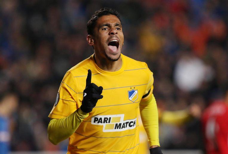 Igor De Camargo scoorde voor APOEL de tweede treffer. Beeld EPA