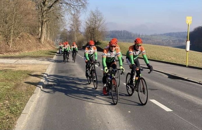 De renners van Urbano trainen, maar hebben nog altijd geen koersperspectief.