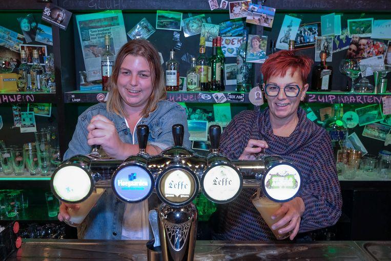Bar Mundo tapt zijn laatste pintjes: Marilyn en Peggy.
