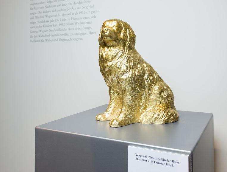 Een sculptuur van Wagners hond Russ. Beeld Ivo van der Bent