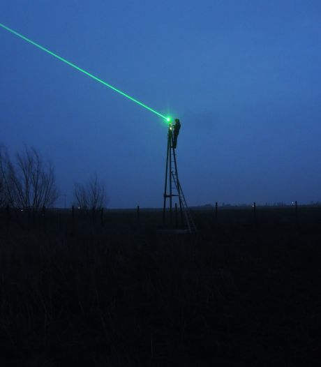 Laser kan vogelgriep op pluimveebedrijven voorkomen: 'Eenden zien het als gevaar en vliegen weg'