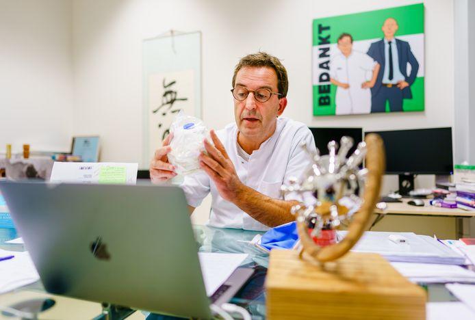 IC-arts Diederik Gommers - die in korte tijd uitgroeide tot de held van Instagram - is blij met de nieuwe afspraken tussen het kabinet en de zorg om patiënten te spreiden.