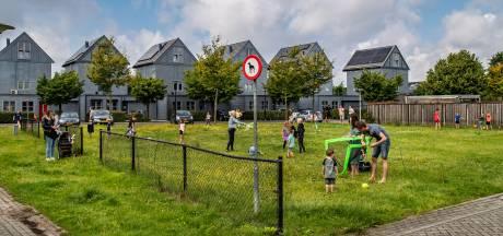 Bewoners wijk Deventer boos: populair voetbalveldje moet plaatsmaken voor huizen