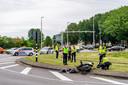 De scooter en auto raakte bij de botsing flink beschadigd