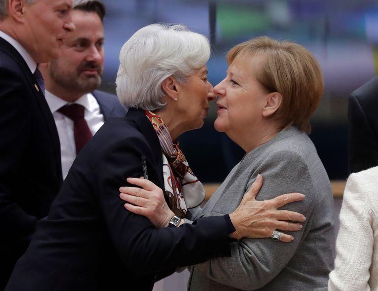 Merkel  en Christine Lagarde in Brussel, 13 december 2019. Lagarde: ''Als haar vrouw-zijn een rol speelde is het omdat Merkels ego kleiner is dan dat van haar meeste mannelijke gesprekspartners.'  Beeld EPA