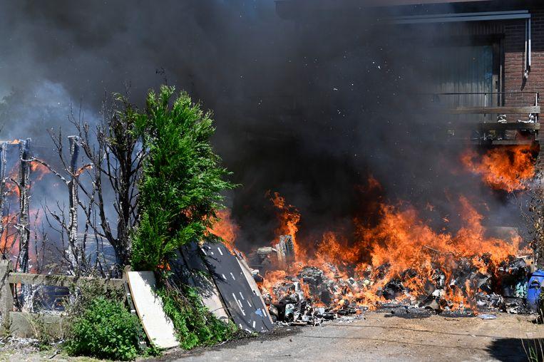 De brand in de Hekkenhoek in Grembergen was bijzonder hevig.