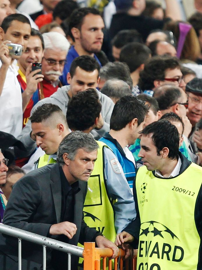 Mourinho in de tribunes na zijn uitsluiting in de bewuste partij.