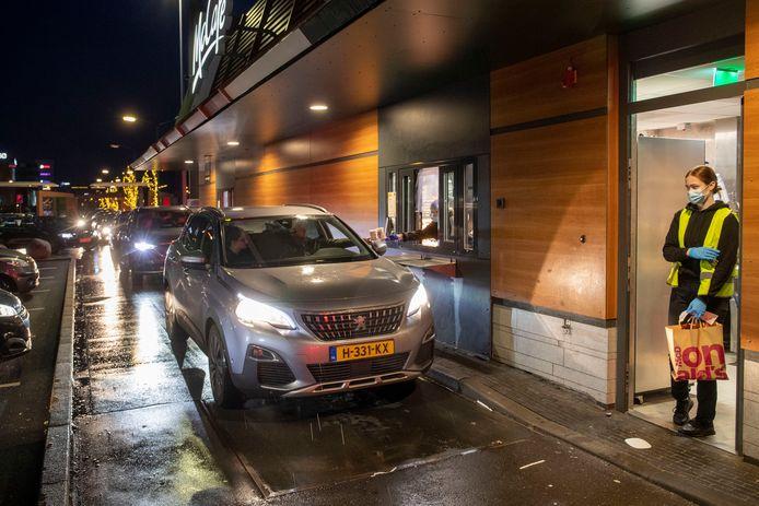 Grote drukte bij de McDonald's in Veenendaal.