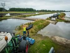 Hevige regenval bemoeilijkt wegpompen dijkwater in Hattem: 'Waterpeil zakt extreem langzaam'