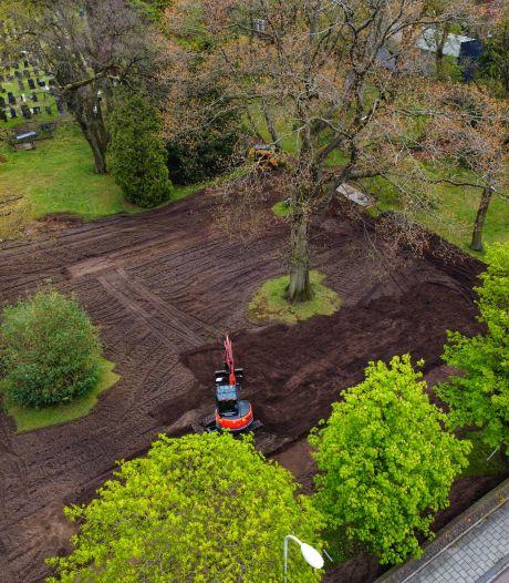 Vroegere pracht keert terug op oude begraafplaats in Rijssen: 'Het is immers rijksmonument'