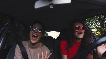 Dé ultieme reden waarom je moet zingen in de auto