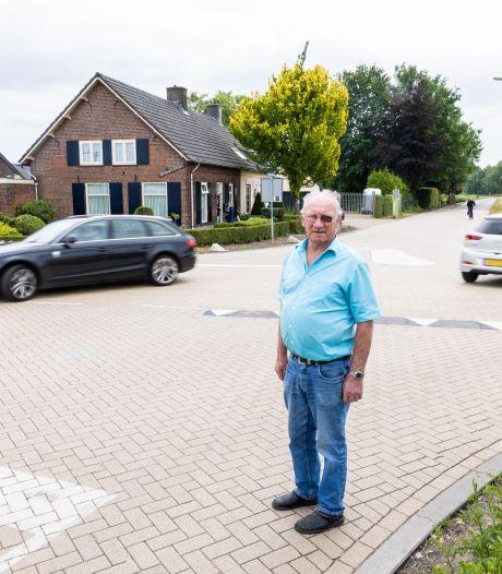Voor zijn huis in Biezenmortel gebeurden twee fatale ongelukken, Gerard (74) wil dat Tilburg actie onderneemt: 'Het is hier een racebaan'