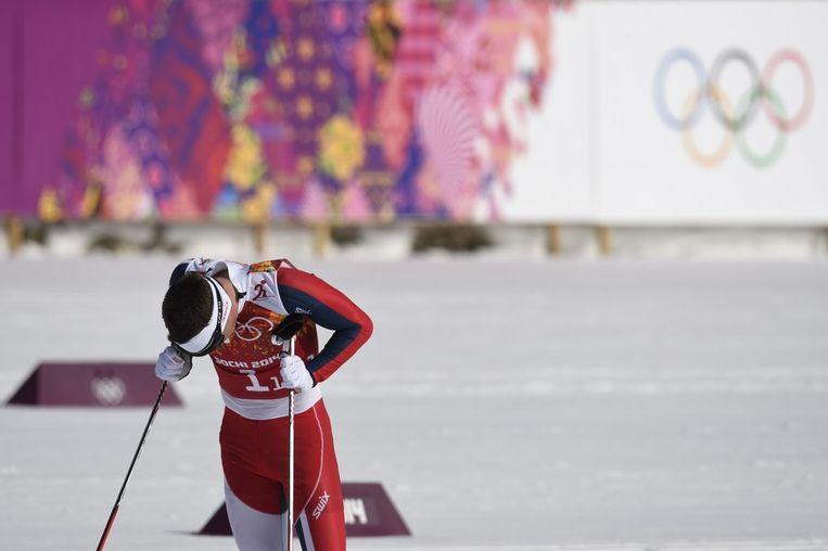 Balende Noor Eldar Roenning tijdens de langlaufestafette op zondag Beeld afp