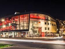 Publiek merkt niets van problemen Deventer Schouwburg: 'Zal ze een rotzorg zijn'