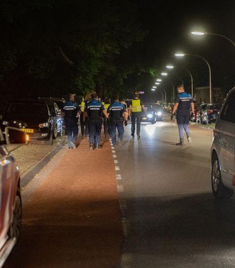 En weer is er gedonder met jeugd in Deventer: politie veegt terrein schoon langs de IJssel