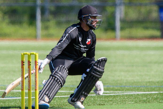 Navjit Singh mag in tegenstelling tot de voetballers en hockeysters wel in actie komen. Foto: Patrick Dolkens