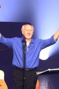 Herman van Veen clownesk en ontroerend in Terneuzen: 'Een podium houdt je jong'