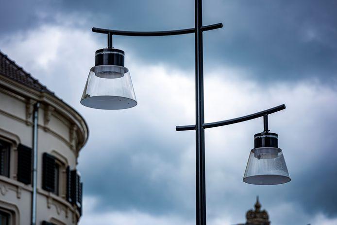 Nieuwe lantaarnpalen in de binnenstad van Zutphen.