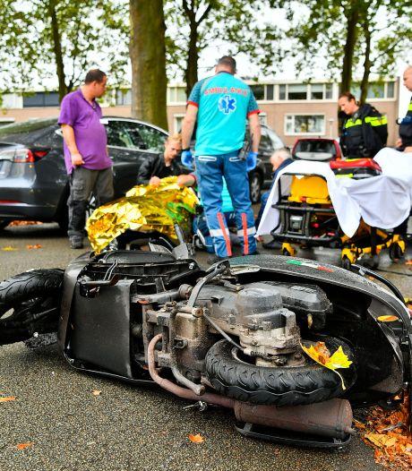 Scooterrijdster gewond bij botsing met auto in Valkenswaard