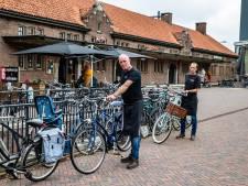 Frustratie over chaos met fietsen bij station Deventer: 'Mensen kunnen er gewoon niet langs'