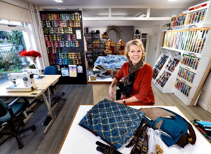 Marjolein Hockers in haar nieuw naaiatelier.