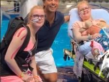 Bas Smit laat laatste wens van ernstig zieke tweeling uitkomen: 'Heb de hele weg naar huis zitten huilen'