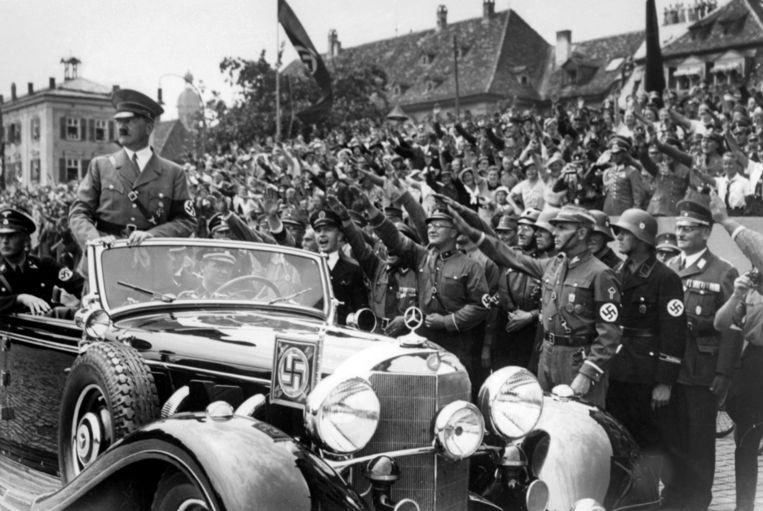 Hitler in de 'Super Mercedes'.