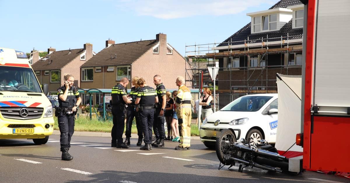 Motorrijder gewond na aanrijding met auto in Vuren.