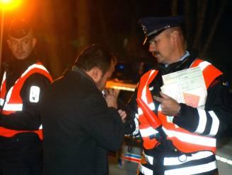 Automobilist keert volgende ochtend naar gestrande auto terug en blijkt nog altijd te veel gedronken te hebben: 10 dagen rijverbod en boete maar vrijspraak voor vluchtmisdrijf
