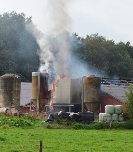 Uitslaande brand in Drentse stal: 300 varkens omgekomen