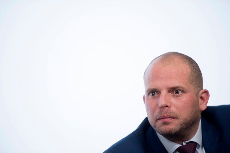 Minister van Asiel en Migratie Theo Francken wordt beschuldigd van leugens.