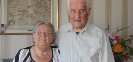 Piet en Corrie moeten nog even wachten voor ze hun 65-jarig huwelijk groots kunnen vieren