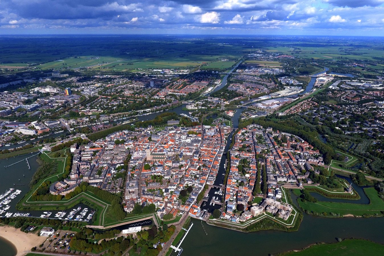 Vestingstad Gorinchem vanuit de lucht.