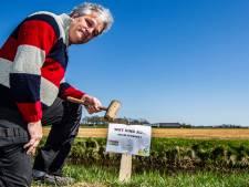 'Ook de koe zegt boe': GroenLinks Raalte zet wéér bordjes in om het gebruik van Roundup bestrijden