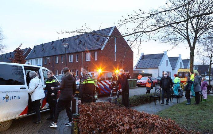 Bewoners worden geëvacueerd bij de brand bij het seniorencomplex in Haaren.