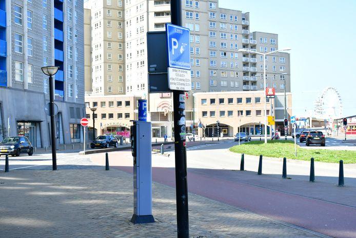 De parkeerkosten in badplaats Scheveningen gaan vanaf 1 juni fors omhoog.