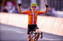 Annemiek van Vleuten in de overtuiging dat ze een gouden medaille heeft gewonnen.