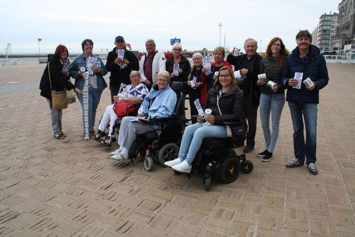 Met de slogan 'Veeg uw gat niet aan onze grote boodschap' pleit de vereniging voor personen met een handicap voor toegankelijker openbaar vervoer