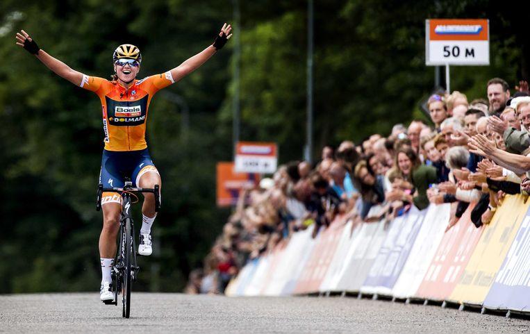 Chantal Blaak weet het: ze is Nederlands kampioen op de weg. Beeld ANP