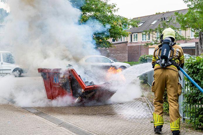 De brandweer doofde het vuur.