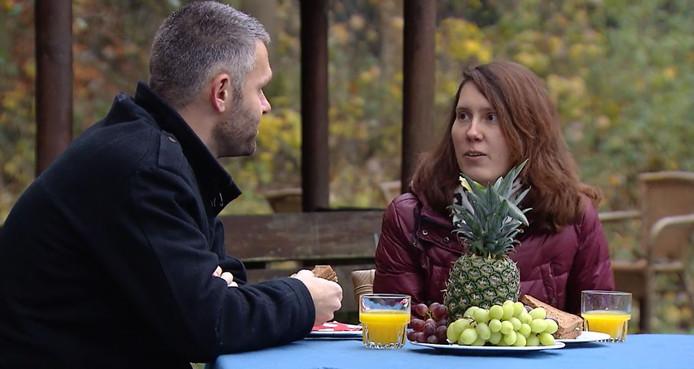 Rob luncht met Jessica na een boswandeling