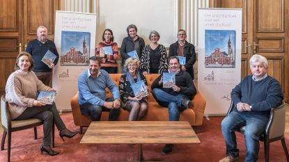 Burgemeester pakt uit met luxesalonboek over stadhuis