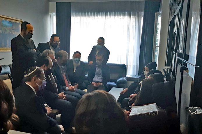 Bart De Wever (N-VA) ging met onder andere Koen Kennis (N-VA) en Michael Freilich (N-VA) - die de ontmoeting georganiseerd had - zijn steun betuigen aan de getroffen familie.