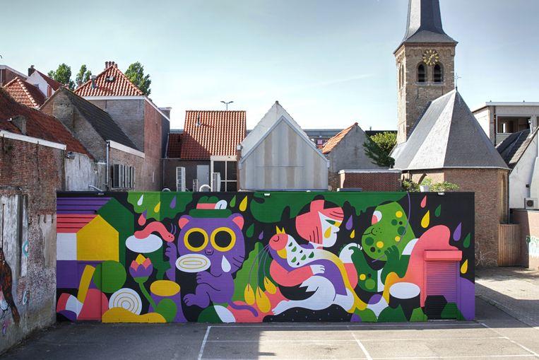Op de plek waar ooit een houtloods stond vraagt de Bredase kunstenaar Hedof aandacht voor de kap van tropisch regenwoud. Beeld