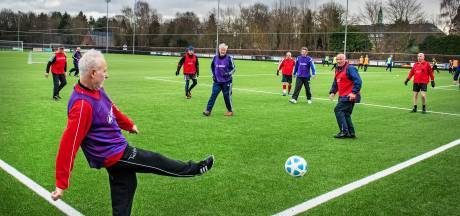 Walking football is niet lang meer gratis: 'Maar ze willen toch minder eenzaamheid en zorgkosten?'