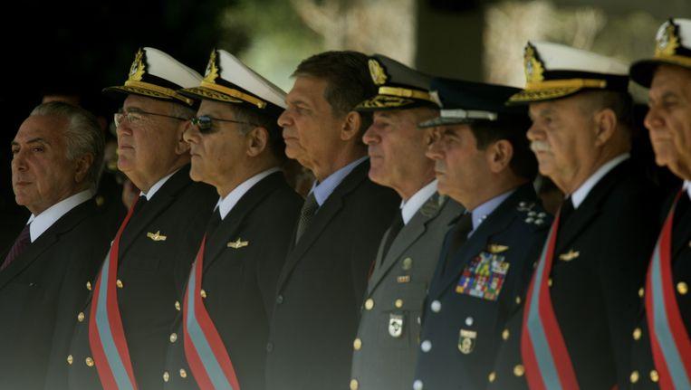 De Braziliaanse president Michel Temer (uiterst links) tijdens een ceremonie om de 152 verjaardag van de slag om Riachuelo te herdenken. Beeld EPA
