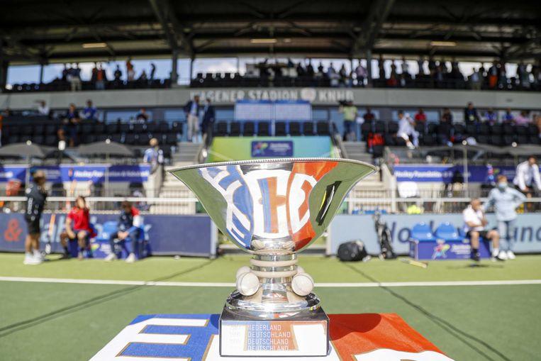 De beker voor de winnaar tijdens de finale van het EK Hockey tussen Duitsland en Nederland in het Wagener Stadion op 12 juni 2021 in Amstelveen. ANP WILLEM VERNES Beeld ANP