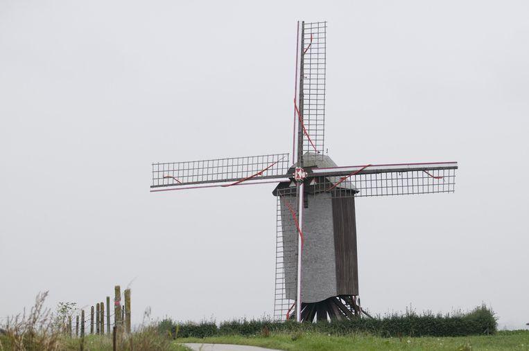 De staakmolen uit 1787 kreeg in 2006 nog nieuwe wieken.