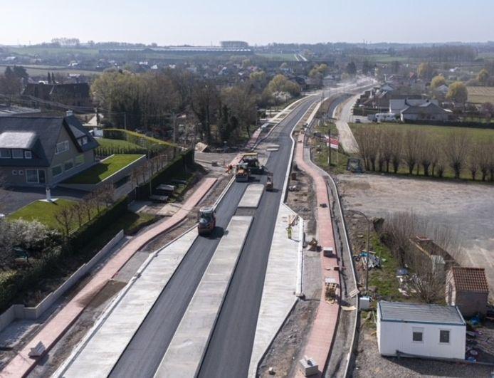 Beeld van de werken: merk de nieuwe vrijliggende fietspaden op, veel veiliger dan vroeger